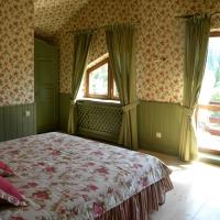 green_bedroom_1
